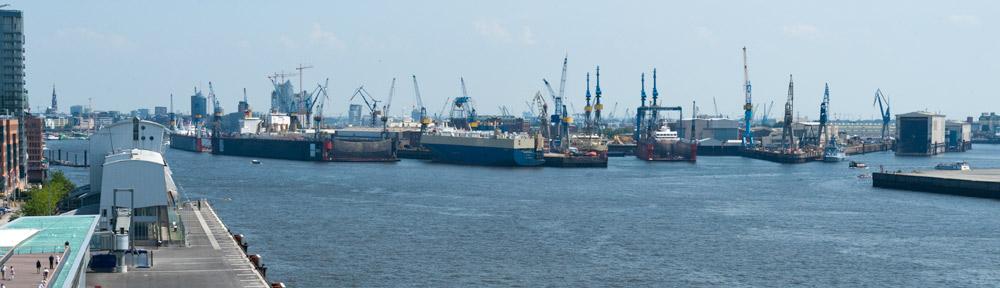 10: Hamburgs Hafen an der Elbe.