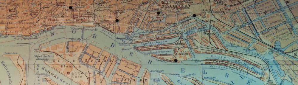 Hamburg damals –Aufnahme eines historischen Plans im Hamburg-Museum.